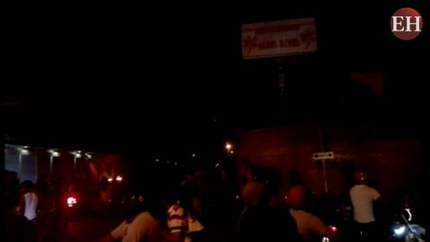 Manifestantes queman medio de comunicación local en Choluteca