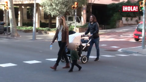 Vanesa Lorenzo y Carles Puyol presumen de hijas