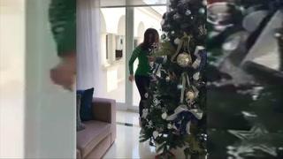Bárbara Bermudo le baila sexi baile navideño a su esposo