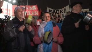 Argentinos arman 'cacerolazo' contra alza en servicios públicos