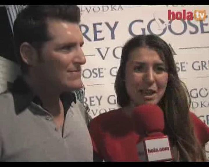 Manu Tenorio y Silvia Casas: \'Estamos muy felices por David Bisbal y Elena Tablada y ya les hemos dado la enhorabuena\'