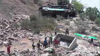 Sube a 44 el número de muertos por accidente de bus en Perú