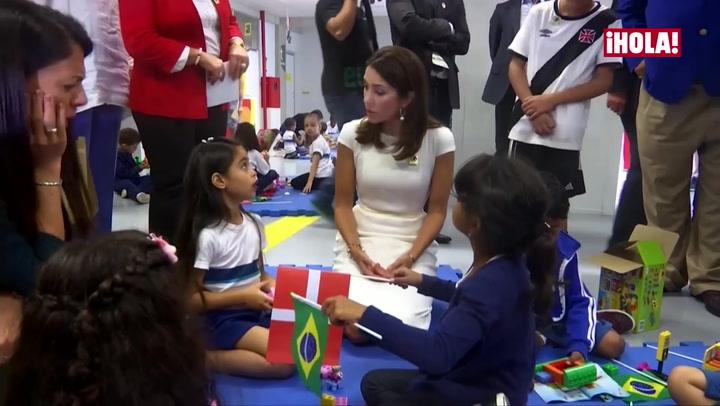 Mary de Dinamarca muestra su lado más maternal en Río de Janeiro