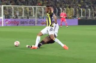 VIDEO: Pepe le 'parte el alma' a un rival y luego actúa como si nada
