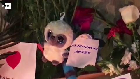 Vigilia en La Rambla Flores, velas y mensajes de solidaridad