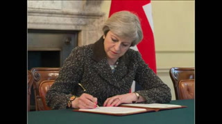 Theresa May firma carta que iniciará el 'Brexit'