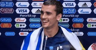 Griezmann sorprende al dar conferencia de prensa con bandera de Uruguay