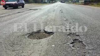 Intransitable: Enormes baches denuncian en entrada hacia Comayagua