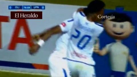 Kevin Álvarez anota el 1-0 ante la UPNFM en el Nacional