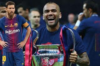 Dani Alves y su mensaje a Messi tras coronarse en la Supercopa de España