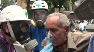 Voluntarios se sumergen en las protestas de Venezuela