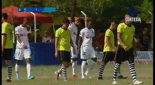 Carlo Costly anota el 6 - 0 de Olimpia ante el Carmen