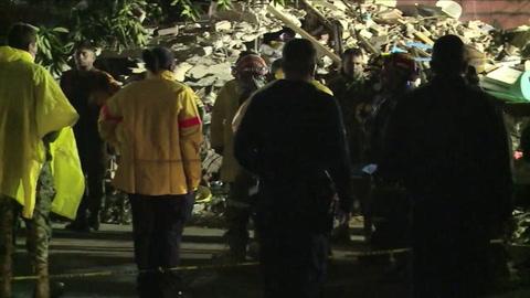Paciencia y fe en la búsqueda de víctimas de sismo en México