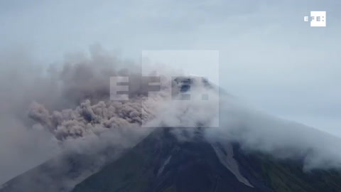 El volcán filipino Mayon vierte lava y amenaza con una erupción peligrosa