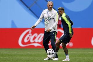 VIDEO: Neymar ensaya la puntería antes de enfrentar a Costa Rica