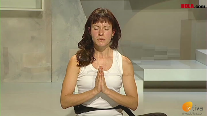 Yoga para relajarse: postura del muerto o \'shavasana\'