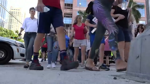Estudiantes reclaman a Trump en acto contra armas en EEUU