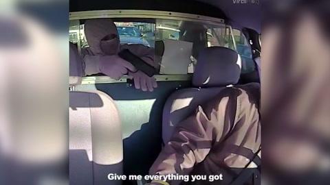 Asalto a taxista es transmitido en vivo