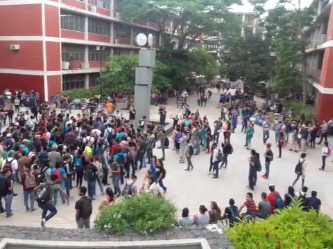 Estudiantes del MEU se movilizan y se toman más edificios en la UNAH