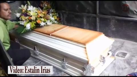 Muere obrero que había sido rescatado tras que lo soterrara un alud de tierra
