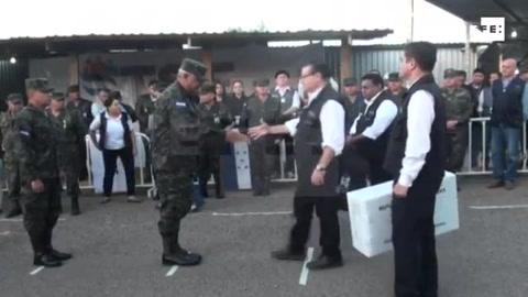 FFAA de Honduras inician distribución de material electoral para comicios del domingo