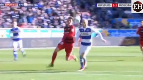 Portero comete un error en partido de la segunda división de Alemania