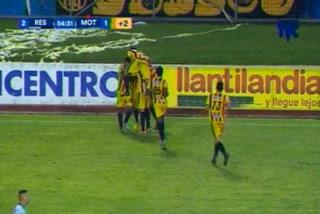 Edder Delgado anota el 2 - 1 de Real España ante Motagua