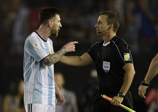 Messi, suspendido cuatro partidos por insulto a árbitro