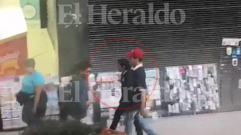 Joven es captado en video robando en centro de Tegucigalpa