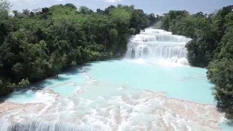 Vecinos de cascada en México usan sus manos para revertir sequía