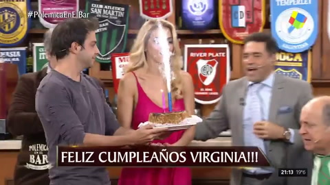 Virginia Gallardo celebró su cumpleaños en Polémica en el Bar