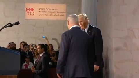 Trump llama a israelíes y palestinos a comprometerse por la paz