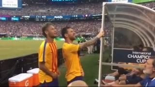 Messi le 'enseña' a Neymar de que planeta vino