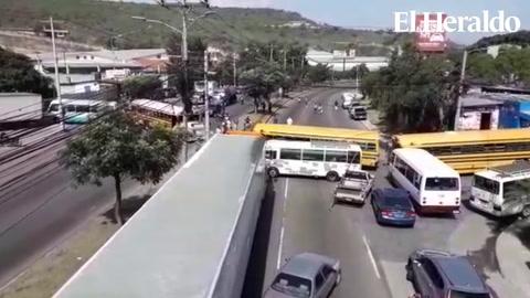 Caos vehicular por paro de transporte en el sector de La Cañada
