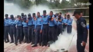 Policías en formación se desmaya al hacer practica con gases lacrimógenos