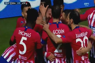 Saúl Ñíguez anota el 3 - 2 del Atlético de Madrid ante el Real Madrid