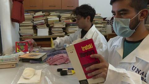 Historia: Restauran libros heridos por sismo en México