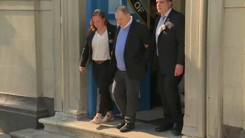 Weinstein inculpado de una violación y una agresión sexual