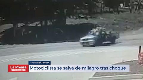 Motociclista se salva de milagro tras choque
