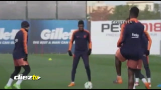 Dembelé sorprende a Lionel Messi con este caño a Jordy Alba
