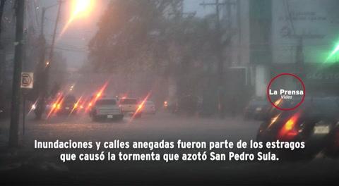 Caos, destrozos y más de 100 vehículos varados deja aguacero en San Pedro Sula