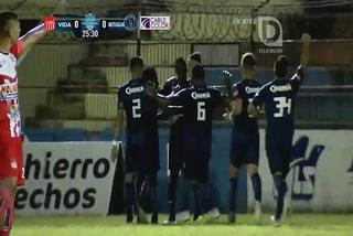 Roberto Moreira anota el 1 - 0 de Motagua sobre Vida
