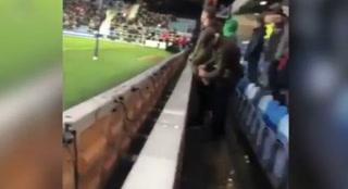 Indignante: Hincha del Middlesbrough orina en la botella del portero rival