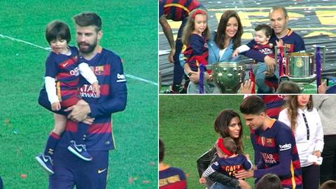 Los jugadores del Barcelona celebran con sus hijos la victoria en la Copa del Rey