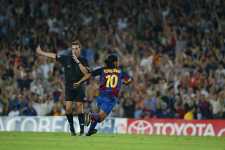 El día que Dinho provocó un temblor con su primer gol con el Barcelona