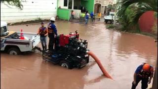 Con maquinaria buscan drenar zonas inundadas en Tegucigalpa