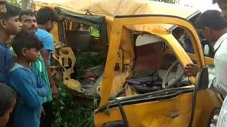 13 niños muertos en accidente de transporte escolar en India