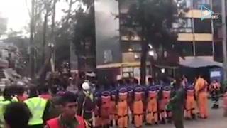 Rescatistas japoneses se unen al canto del Himno Nacional
