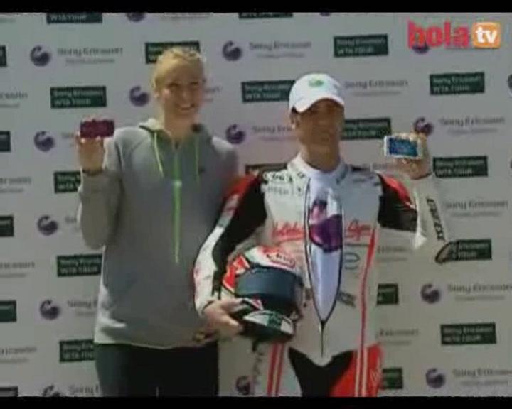 La raqueta de María Sharapova, más rápida que la moto de Fonsi Nieto