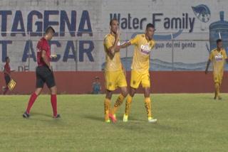 Cardozo anota gol y manda a callar a un aficionado del Honduras Progreso
